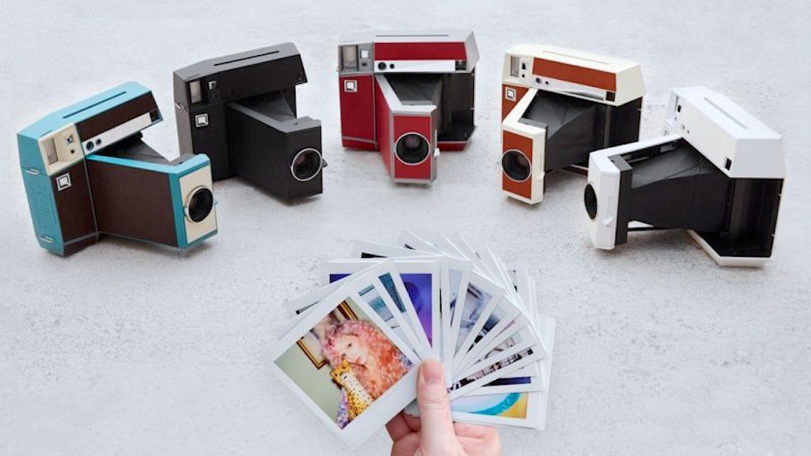 Lomo'Instant Square, la prima fotocamera completamente analogica scatta con pellicole formato Instax Square e  Instax Mini.